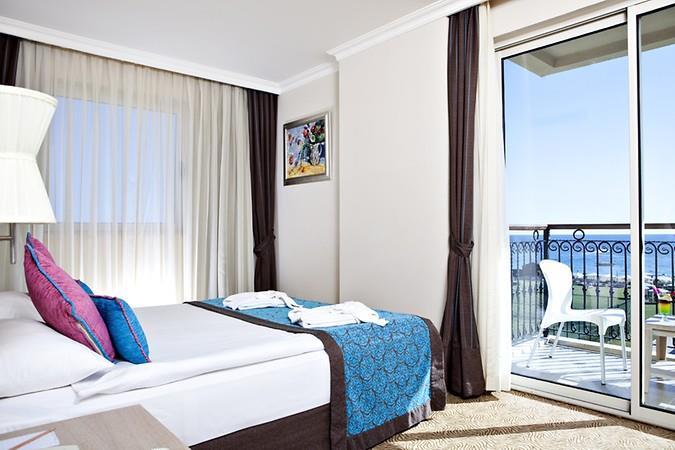 CRYSTAL FAMİLY RESORT & SPA HOTEL