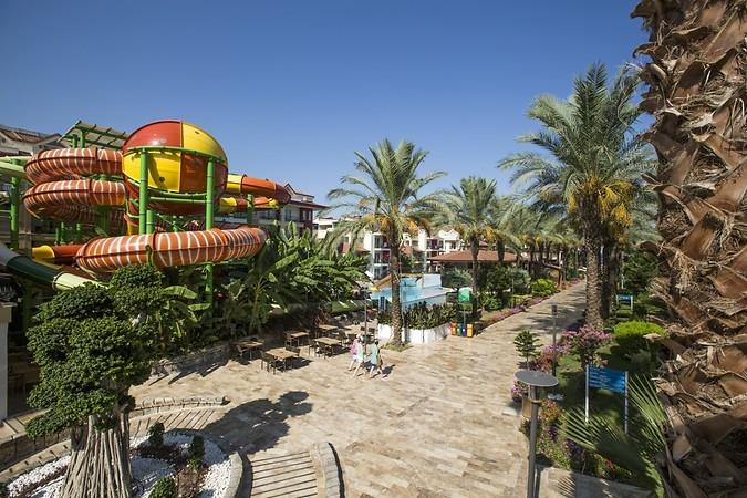CRYSTAL AURA BEACH RESORT & SPA HOTEL Genel